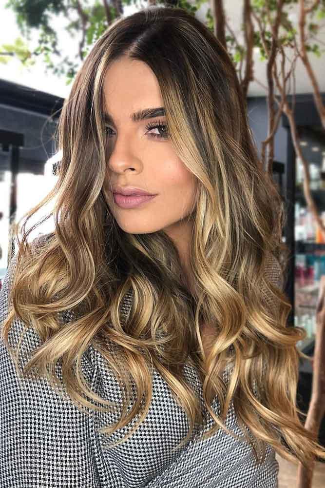 brunette-hair-ideas-layered-wavy-long-blonde-highlights